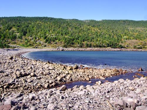 Cobblestone beach / barachois at Freshwater Bay - Deadmans Bay Path