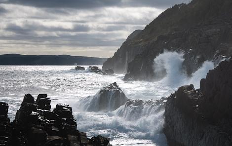 Incoming waves - The Skerries