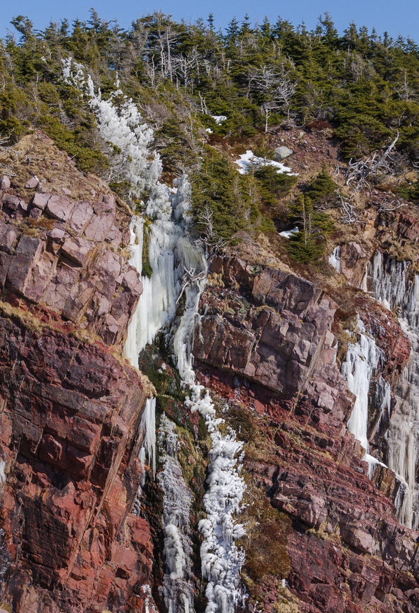 Frozen reverse waterfall in Upper Red Cove - Mickeleens Path