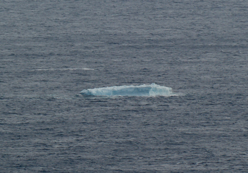 Small iceberg, approaching the coast - Cobbler Path