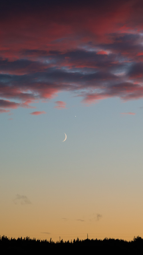 Moon and Venus in the sunset sky - Torbay